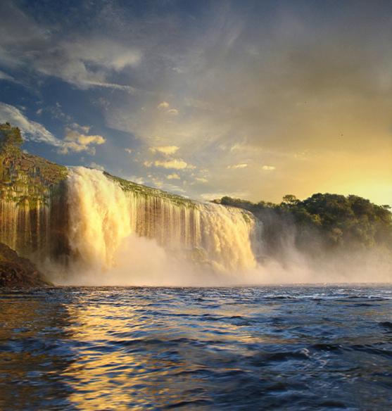Национальный парк Канайма в Венесуэле. Водопад Ача. Фото