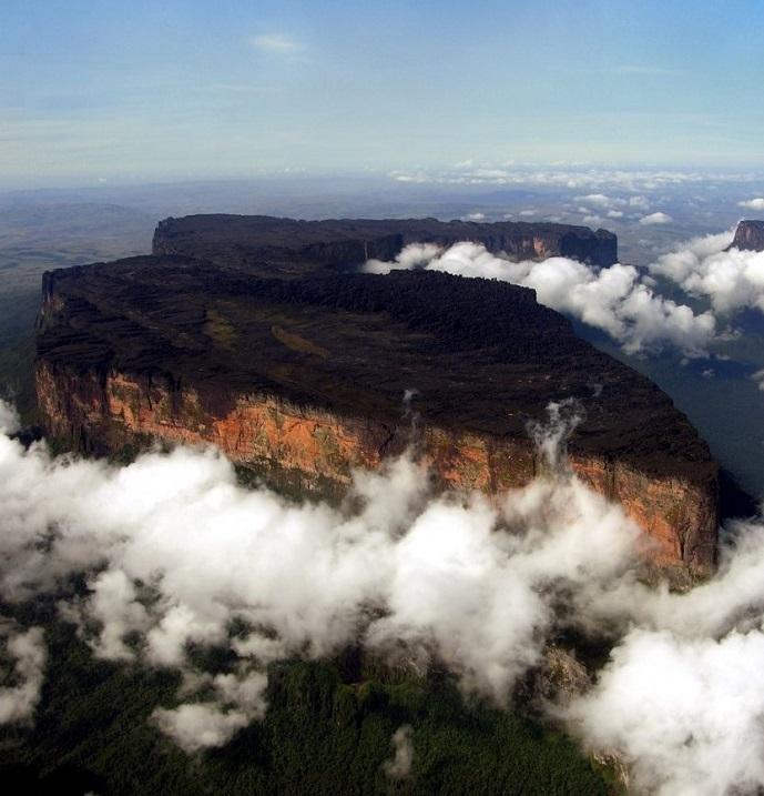 Столовая гора (тепуи) Рорайма. Фото