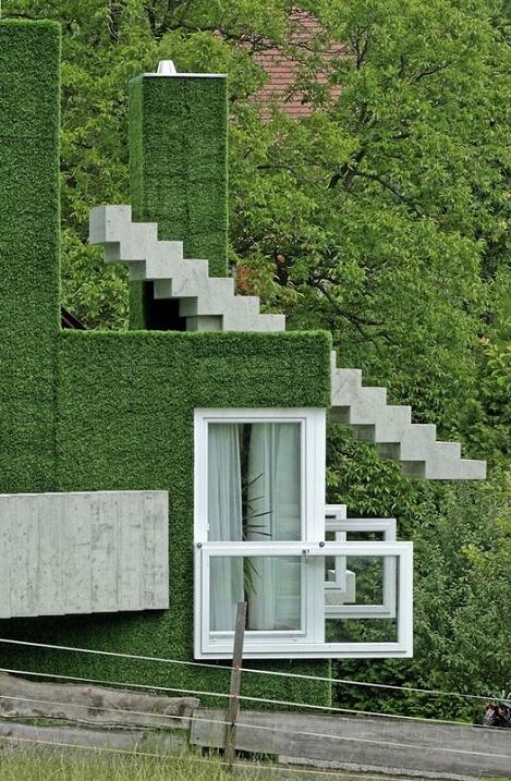 Зеленый дом в Австрии в стиле кубизма, покрытый травой