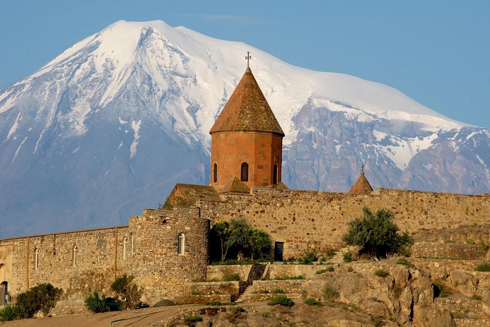 монастырь Хор Вирап в Армении на фоне Арарата