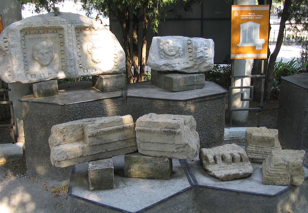 Остатки ионического храма в Горгиппии