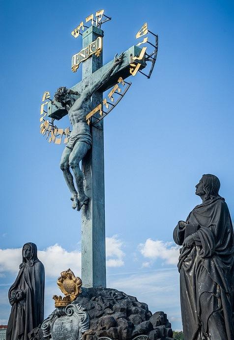 Карлов мост. Прага. Чехия. Распятие. Фото