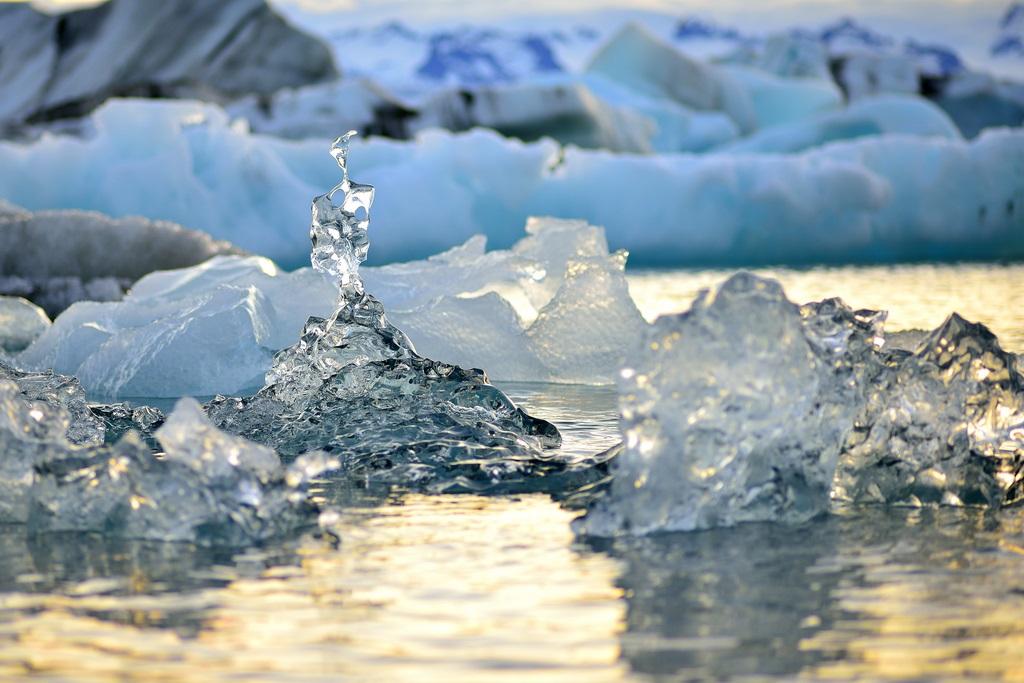 Красивые льдинки ледникового озера Йокульсарлон. Исландия. Фото