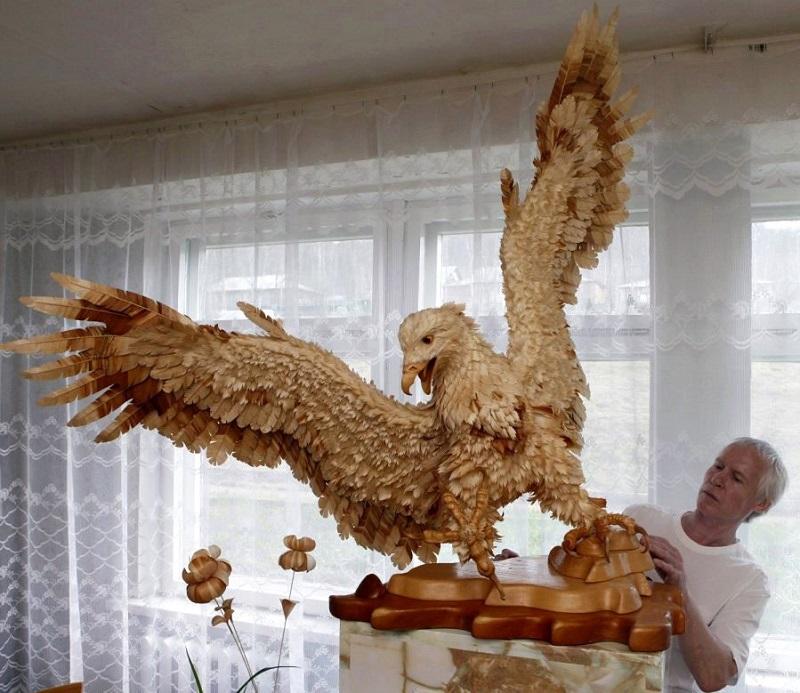 Удивительная скульптура орла из стружки Сергея Бобкова. Фото