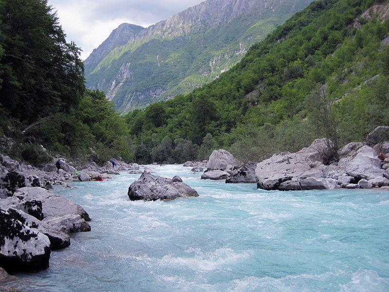 Бирюзовая река Соча (Словения, Италия). Фото