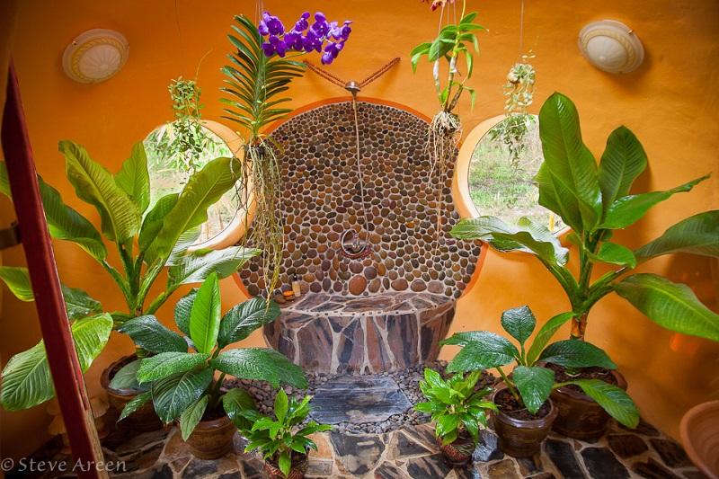 Необычный куполообразный дом в Таиланде. Фото