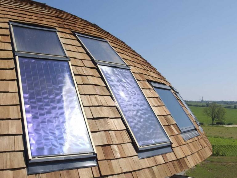 Солнечные панели вращающегося дома. Фото